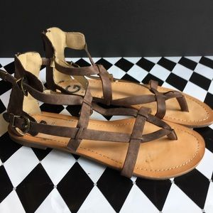 SZ 9.5 Brown Strappy Guess Sandals